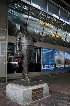 jackie gleason tvland statue | ... Ralph Ralph Kramden TV Land statue ...