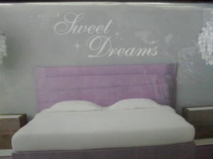 BNIP-Bedroom-wall-sticker-vinyl-quotes-sweet-dreams-or-always-kiss-me ...