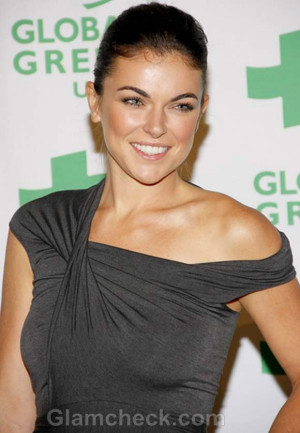 Home Serinda Swan Attends The
