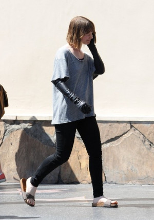 Mia+Wasikowska+Rob+Pattinson+Mia+Wasikowska+lQPL10Ijdmnl.jpg