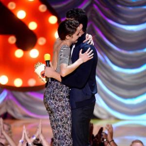 Miles Teller Makes Shailene Woodley Cry at MTV Movie Awards