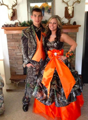 Matching Dress and Tuxedo For Redneck Prom - CollegeHumor Picture