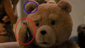 No sabíamos que el oso Ted tenía oídos en los mofletes...