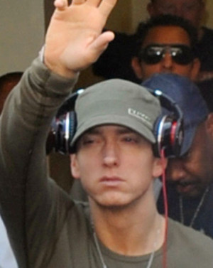 above eminem sees a therapist to stay off drugs eminem