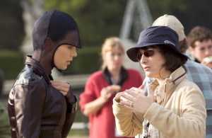 Still of Charlize Theron and Gale Anne Hurd in Æon Flux (2005)