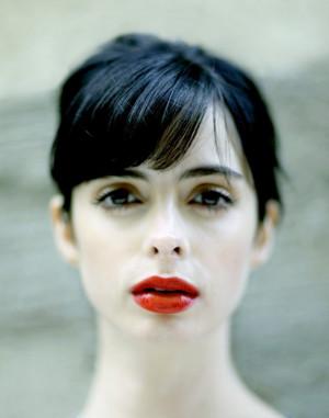 krysten ritter. red lips, pale skin,dark eyes, dark hair= perfection ...