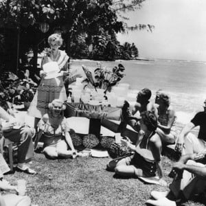 Brownie Wise throwing a Tupperware Party on the beachParties Gal ...