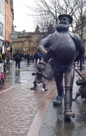 Statue of a Desperate Dan in Dundee where the Dandy was published ...