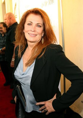 Joanna Cassidy at event of Kiss the Bride (2007)