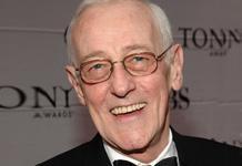 ... john mahoney was born at 1940 06 20 and also john mahoney is english