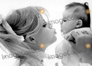 Britt Ekland Picture - Britt Ekland Wtih Her Daughter Victoria Sellers ...
