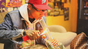 wiz-khalifa-smoking-weed-high-2014.jpg