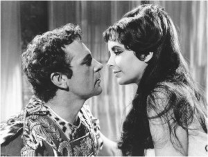 Elizabeth Taylor in the arms of Richard Burton, from the movie ...