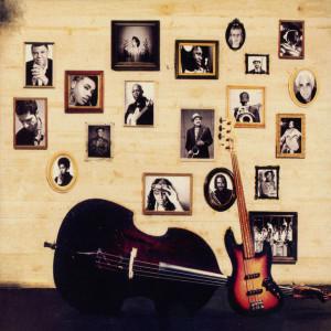 Cartula Interior Frontal de Esperanza Spalding Radio Music Society