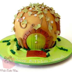 Sebastian's Magical Hobbit Hole Cake (2391)