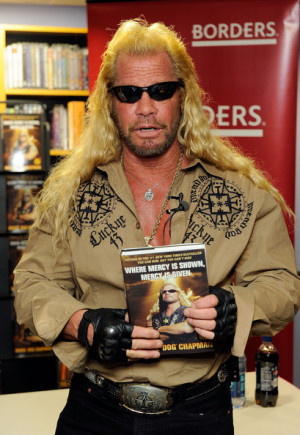 Duane Chapman - Duane Chapman Signs Copies Of