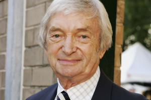 Legendary cricket commentator Richie Benaud has passed away at the age ...
