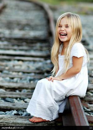 Zobacz zdjęcie szczery uśmiech w pełnej rozdzielczości