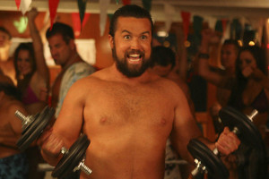 Fat Mac (Rob McElhenny) goes shirtless on