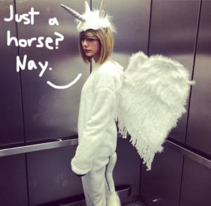 Taylor Swift Shares Her Epic Equine Halloween Costume With The World ...