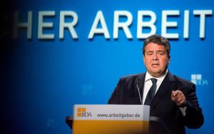 Wirtschaftsminister Sigmar Gabriel (SPD) warnte davor, die Frauenquote ...