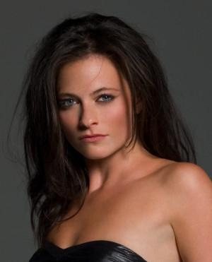 Lara Pulver Pictures
