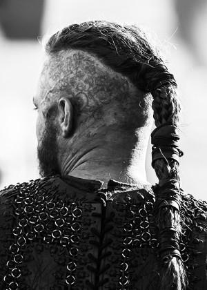 vikings travis fimmel ragnar lothbrok Historyvikings vikingsedit ...