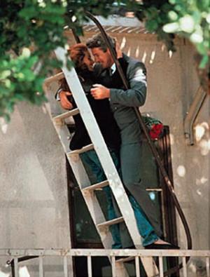 che succede dopo che lui ha scalato la torre e salvato lei?