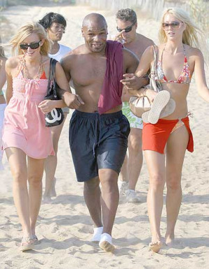Mike Tyson News : Mike Tyson vacation pictures in Saint Tropez