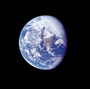 Description Ap 16 view of Earth during TLC.jpg