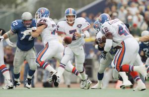 Denver Broncos quarterback John Elway (7) drops back to hand the ball ...