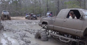 Displaying (17) Gallery Images For Country Mudding Trucks...