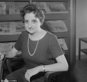 Helen Thomas , first female member of White House Press Corps who ...