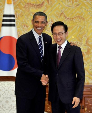 AP South Korea's President Lee Myung-Bak, right, shakes hands with US ...