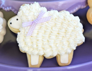 DIY // How to Decorate Easter Lamb Cookies