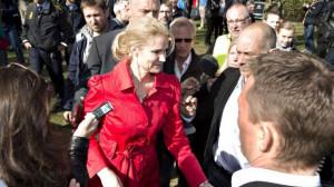 Helle Thorning Schmidt Her Eskorteres Statsministeren Væk Kort Efter ...
