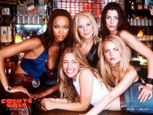 Coyote Ugly - The girls at the bar