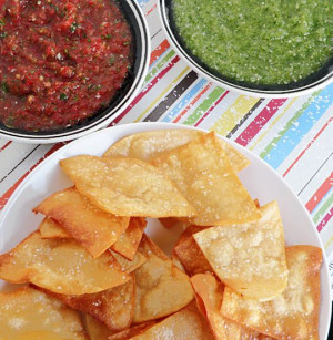 ... ! Homemade Lime Tortilla chip and red and green salsas. Por favor