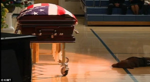 ... Heart-breaking photo shows Navy SEAL's devoted dog guarding his coffin