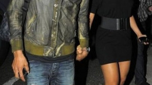 Walking hand in hand with a sexy looking Alicia Keys, husband Beatz ...