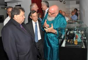 and Labor Binyamin Ben Eliezer in the Harry Oppenheimer Diamond Museum