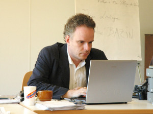 Prof. Hans Ulrich Obrist lecturing at European Graduate School. 2004 ...