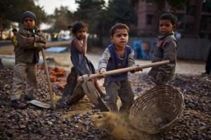 Harte Arbeit gehört leider zum traurigen Alltag vieler indischer ...