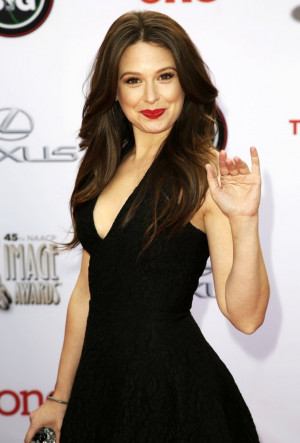 Katie Lowes Picture 15