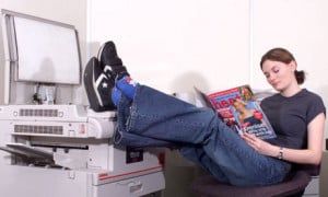 lazy-office-worker-shir-001.jpg