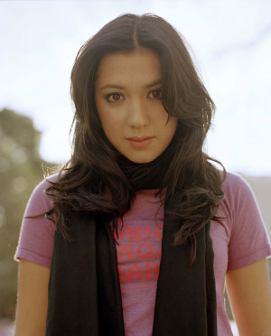 Michelle Branch Hairstyle, Makeup, Dresses, Shoes and Perfume