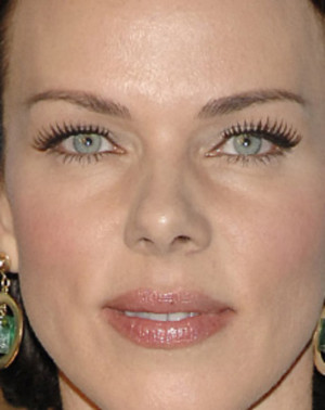 Debi Mazar smiling pretty headshot 139462