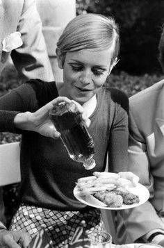 Twiggy Eating Fish and Chips in 1967! Great Photo! More