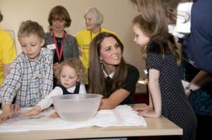 Kate Middleton et le Prince William en l'association Child Bereavement ...