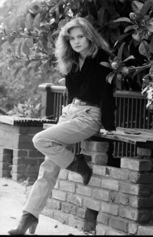 Jennifer Jason Leigh biography